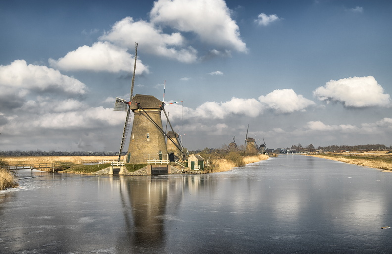 Kinderdijk icy windmills.jpg